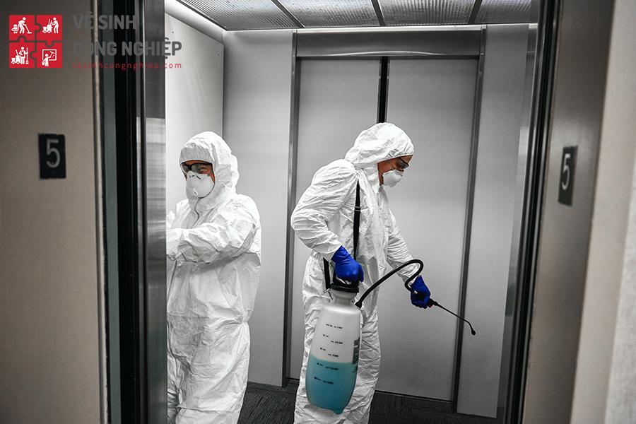 vệ sinh khử trùng thang máy