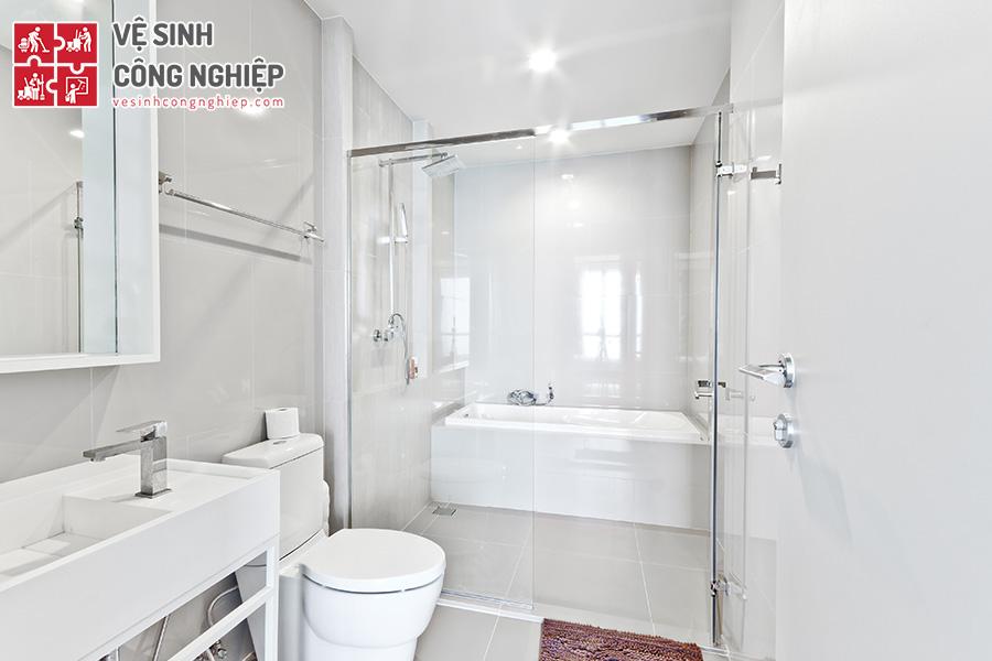 làm sạch nhà tắm