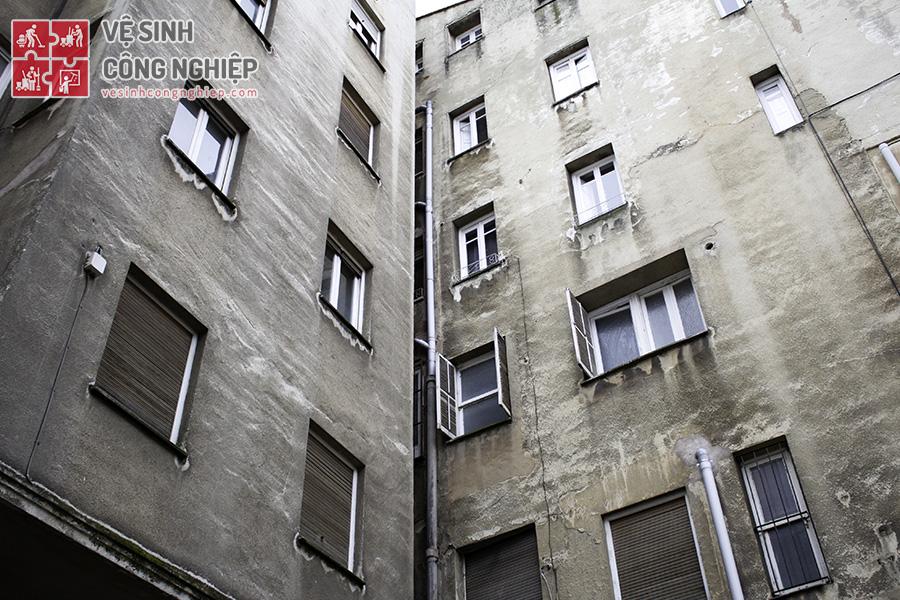 tác nhân gây mất vệ sinh tường ngoại thất