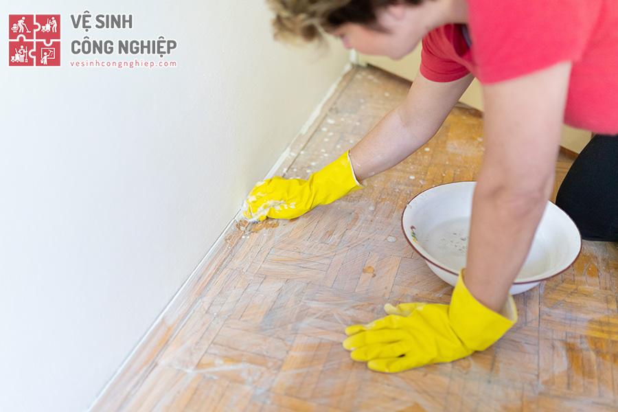 mẹo vệ sinh sàn nhà sau sơn đúng cách