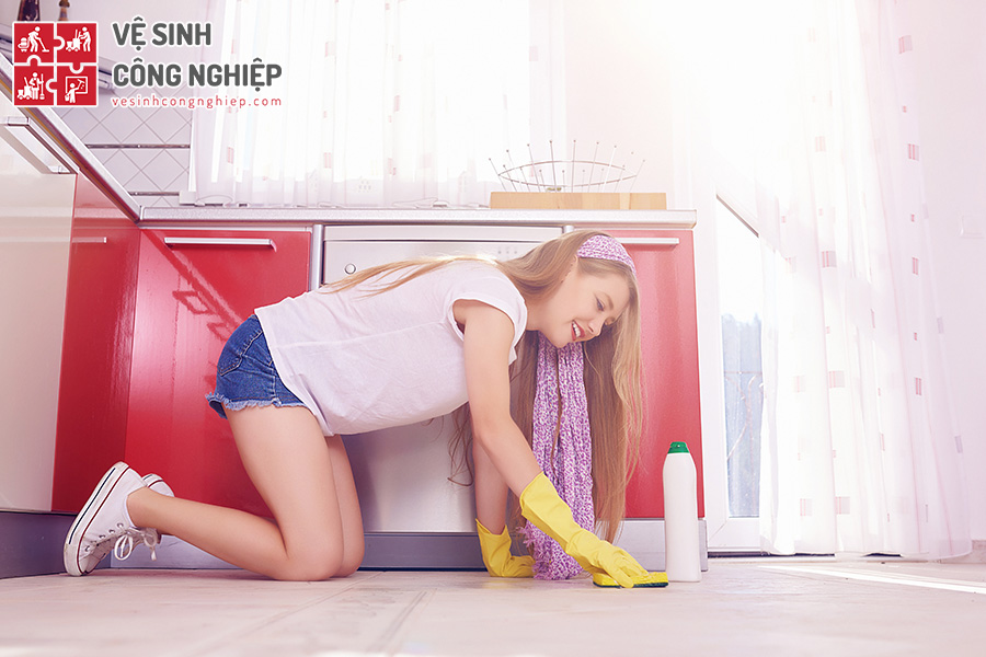 chùi sàn với baking soda và giấm