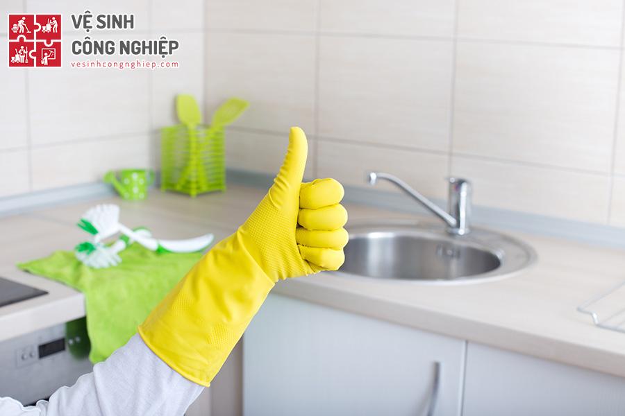 vệ sinh bồn rửa chén
