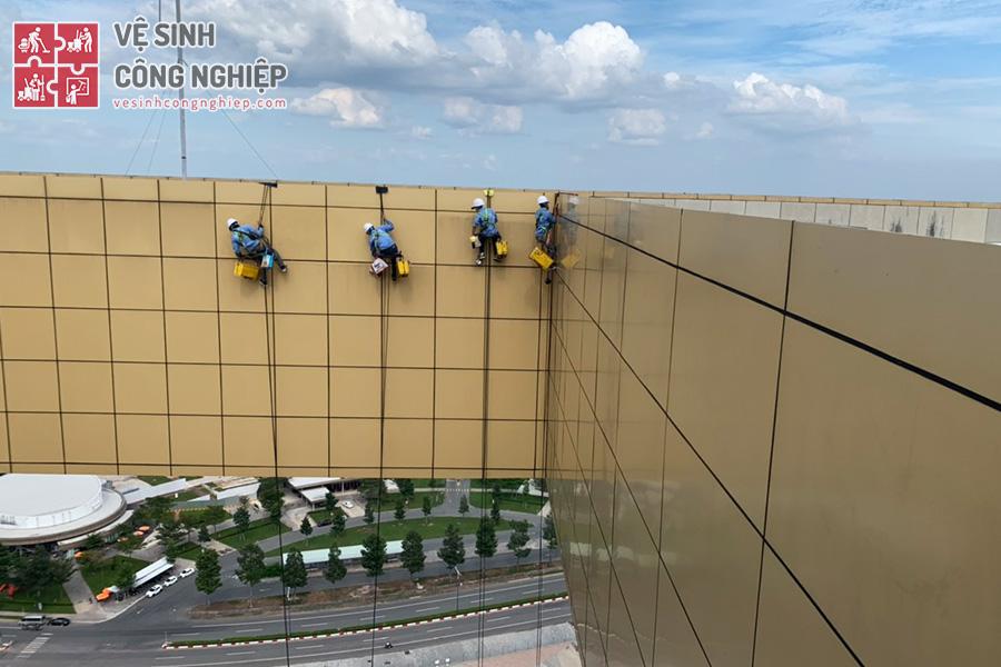Lau kính tòa nhà Trung tâm Hành chính Bình Dương - hình 3