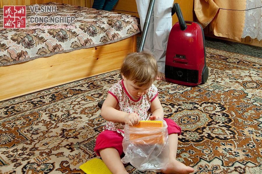 vệ sinh dọn dẹp phòng của trẻ